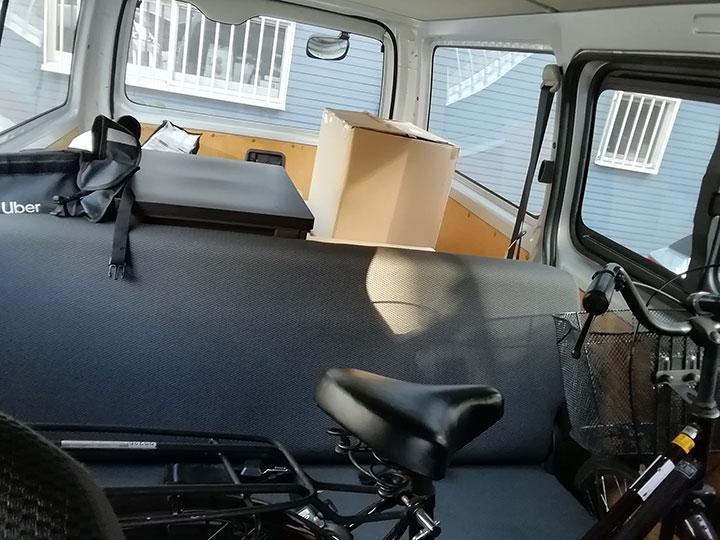 運転席からの荷物
